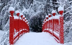 Clôture rouge neige