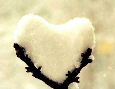 Coeur dans la neige soleil