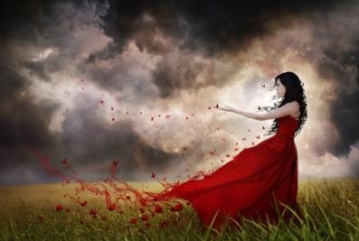 Femme rouge papillon tempête