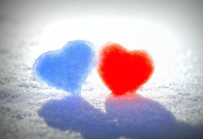 blue_red_snow_hearts-wide