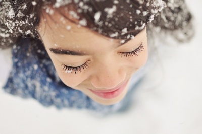 Girls smile snowflakes7