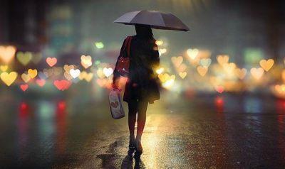 fille-sous-la-pluie-coeurs